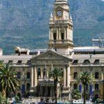 Blick auf das Rathaus mit dem Tafelberg im Hintergrund